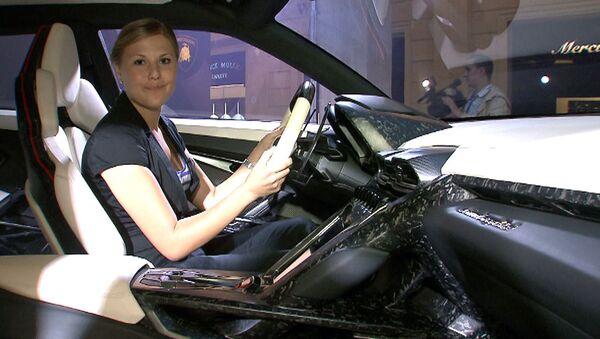 Кроссовер Lamborghini и концепт-кар Lada XRAY - новинки автосалона 2012