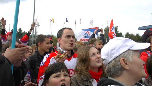 Ярославцы выпустили в небо шары и скандировали Локо на Марше тишины