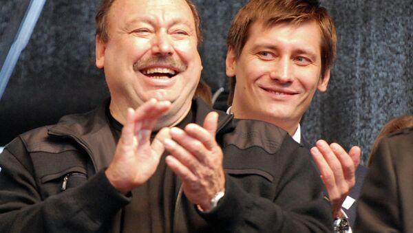 Геннадий Гудков с сыном, депутатом Дмитрием Гудковым, архивное фото