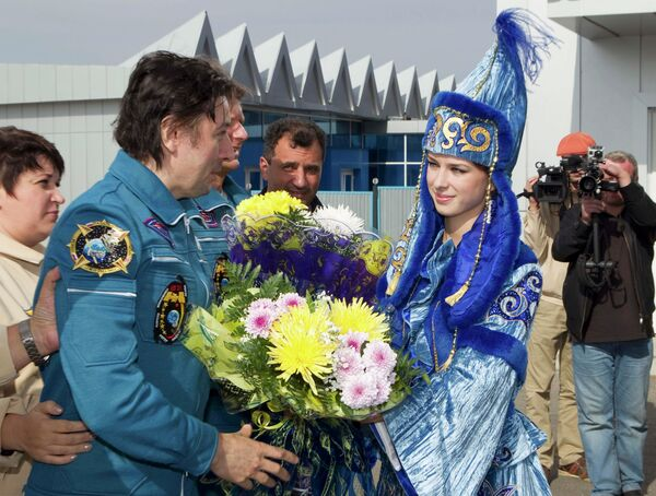 Космонавт Сергей Ревин после приземления корабля Союз ТМА-04М в Казахстане