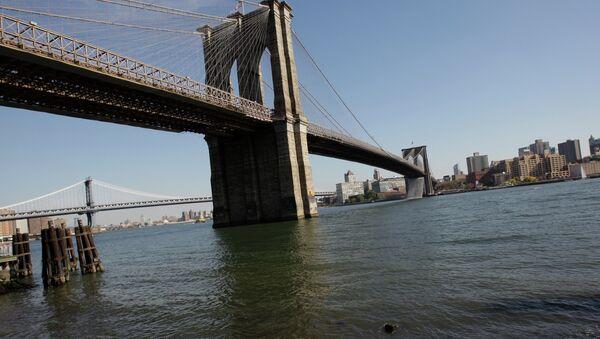 Бруклинский мост через пролив Ист-Ривер. Архив