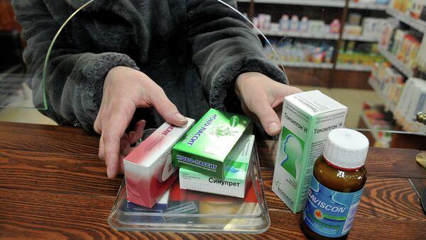 Покупка лекарственных препаратов в аптеке. Архвиное фото
