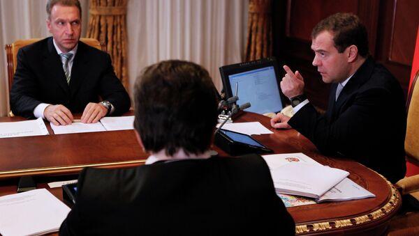 Д.Медведев провел совещание по вопросам безопасности дорожного движения