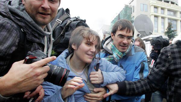 Участница панк-группы Pussy Riot Екатерина Самуцевич после освобождения из зала суда