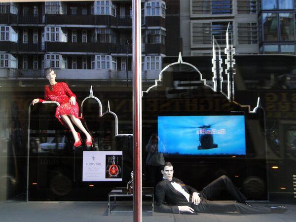 Лондон отмечает 50-летие бондианы: городские витрины в стиле 007