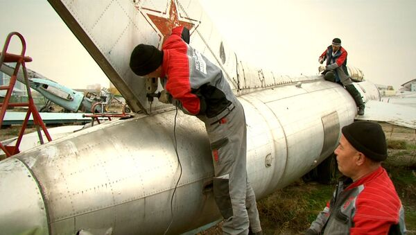 Авиатехнику на Ходынском поле разбирают и готовят к перевозке в музей