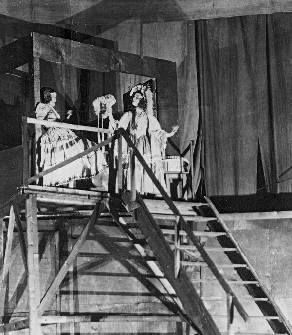 Сцена из спектакля А. Островского Доходное место в постановке Всеволода Мейерхольда