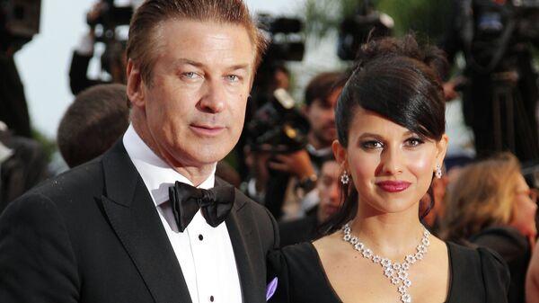 Супруга Алека Болдуина потеряла ребенка на 4-м месяце беременности