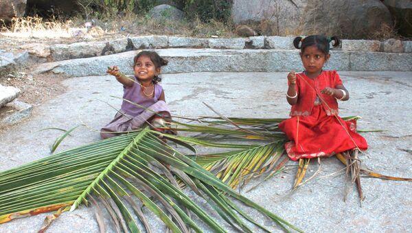 Дети в индийской деревне Хампи
