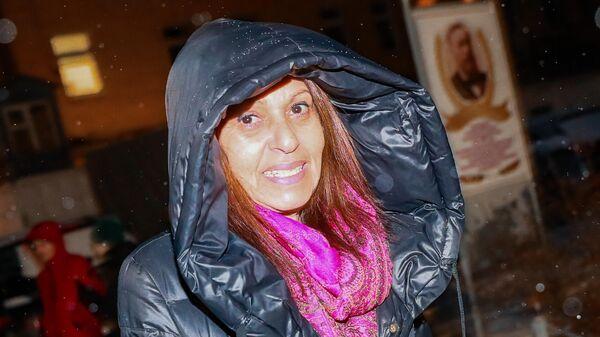 Мать осужденной в России за контрабанду наркотиков и попросившей о помиловании израильтянки Наамы Иссахар Яффа Иссахар у исправительной колонии ИК-1