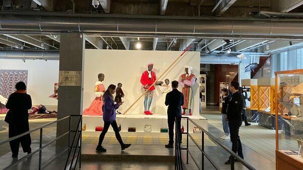 Выставка Atelier E.B Прохожий в Гараже