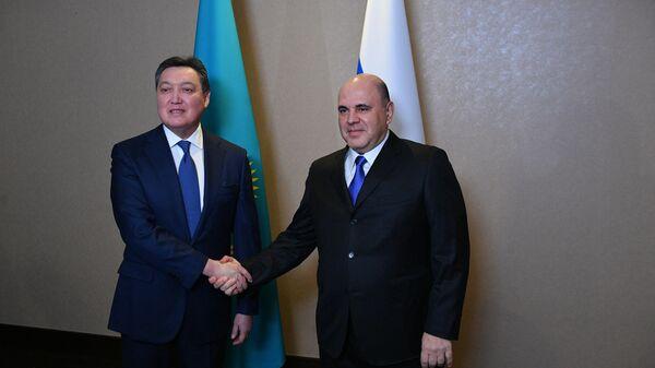 Председатель правительства РФ Михаил Мишустин и премьер-министр Казахстана Аскар Мамин во время встречи в Алма-Ате