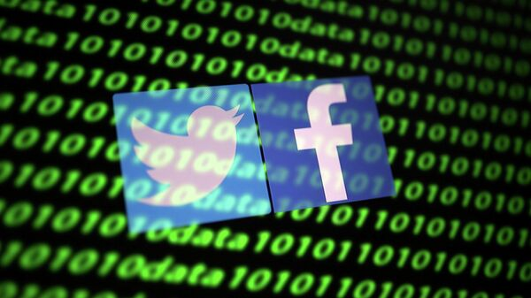 Логотипы Twitter и Facebook