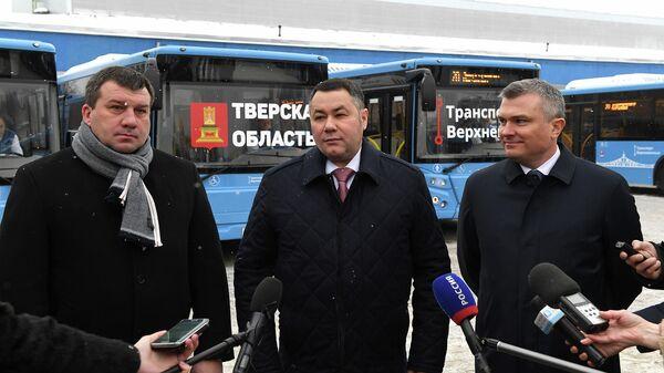 Губернатор Тверской области Игорь Руденя во время осмотра парка новых автобусов