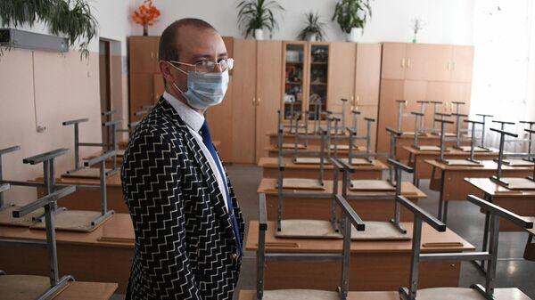 Учитель физики и информатики школы №47 города Читы Егор Михайлов в пустом классе