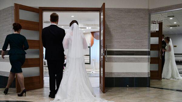 Молодожены на свадьбе в Шипиловском ЗАГСе
