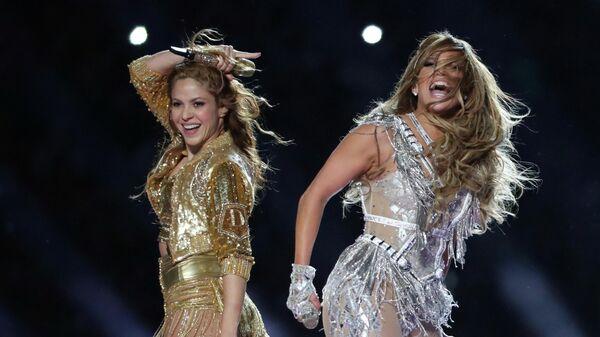 Шакира и Дженнифер Лопес во время выступления