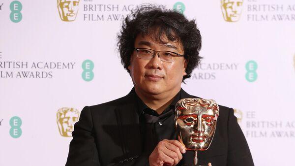 Режиссер Пон Чжун Хо на церемонии вручения премии BAFTA в Лондоне