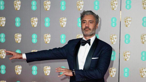 Актер, кинорежиссер, сценарист, продюсер и комик Тайка Вайтити на церемонии вручения премии BAFTA в Лондоне