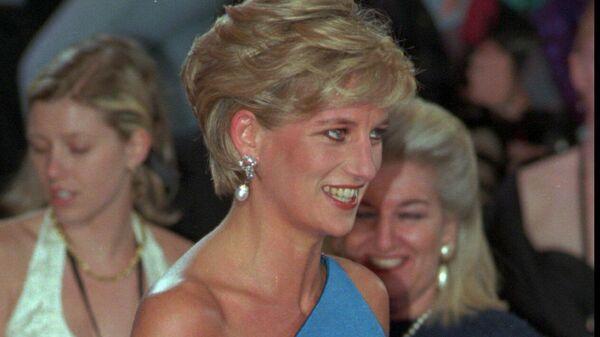 1564208335 0:105:1265:816 600x0 80 0 0 f05edb72bd29acc8c8dcbc3fac6e971b - Юбка Монро, черное платье Хепберн. Кто вдохновлял знаменитых модельеров