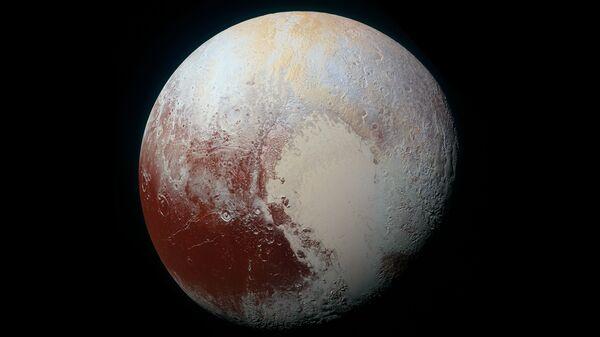 Снимок поверхности Плутона в естественных цветах, сделанный автоматической межпланетной станцией New Horizons 14 июля 2015 года с расстояния 35 445 км