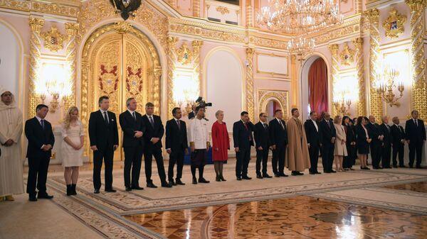 Чрезвычайные и полномочные послы на церемонии вручения верительных грамот вновь прибывших послов иностранных государств президенту РФ Владимиру Путину