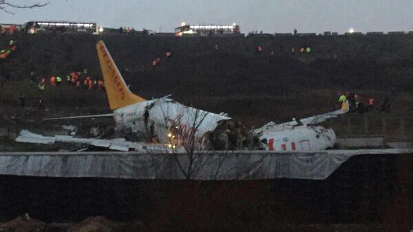 Cамолет Boeing 737 авиакомпании Pegasus, который вылетел за приделы взлетно-посадочной полосы в стамбульском аэропорту стамбульском аэропорту имени Сабихи Гекчен. 5 февраля 2020