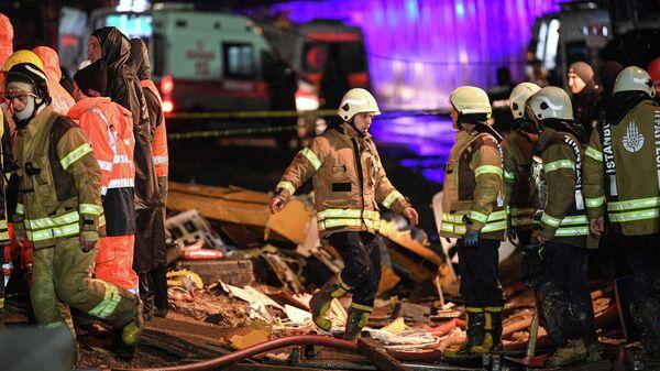 Спасатели в Международном аэропорту имени Сабихи Гекчен в Стамбуле