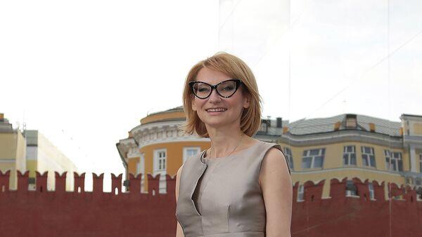 Международный редакционный директор Les Editions Jalou Эвелина Хромченко перед началом показа осенне-зимней коллекции модного дома Dior