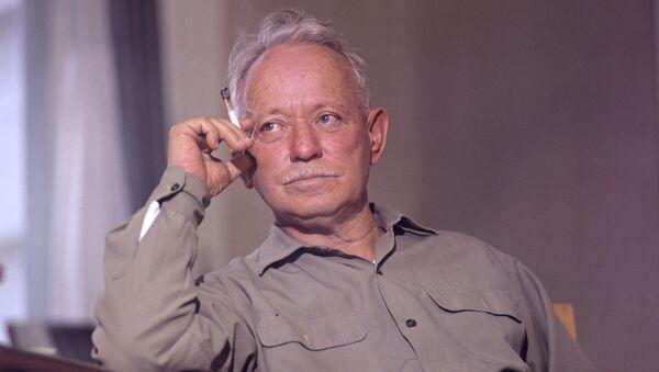 Писатель Михаил Шолохов, архивное фото
