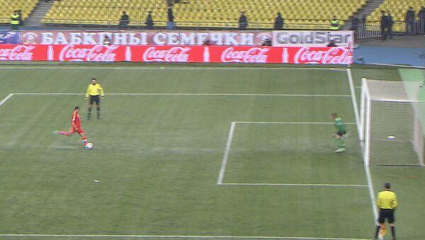 Широков с пенальти забивает гол в матче Россия – Азербайджан