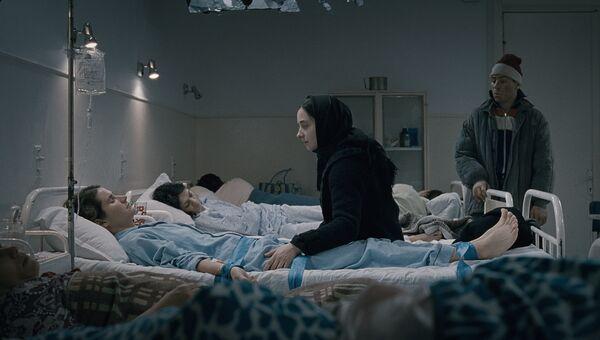 Кадр из фильма За холмами Кристиана Мунджу