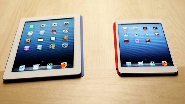 Планшет iPad mini и полноразмерный iPad