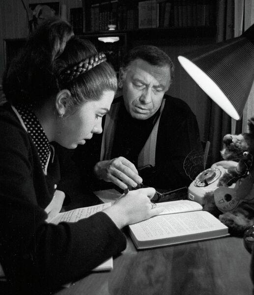 Народный артист СССР Папанов с дочерью Еленой