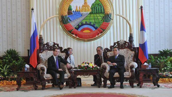 Председатель правительства России Дмитрий Медведев прибыл в Лаос