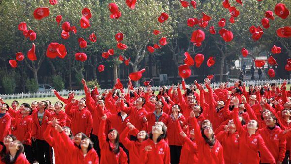 Студенты на открытии 18-ого Национального съезда Коммунистической партии Китая