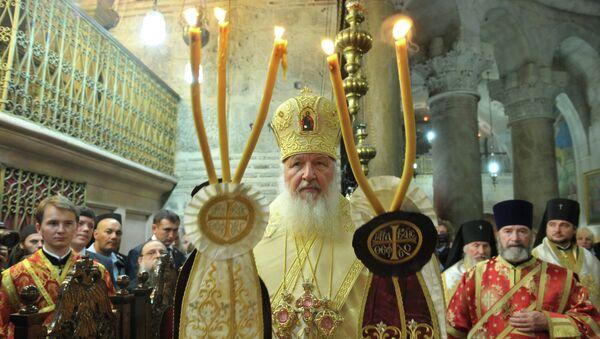 Патриарх Московский и всея Руси Кирилл во время ночной воскресной литургии в храме Воскресения Христова в Иерусалиме