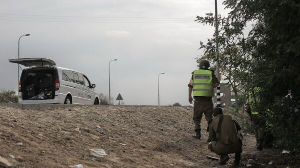 Израильские солдаты у дороги в Сектор Газа, Архивное фото