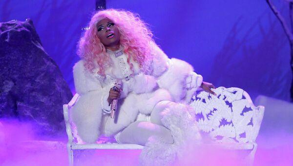 Певица Ники Минаж выступает на 40-й церемонии American Music Awards в Лос-Анджелесе