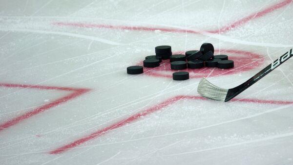 Хоккейные шайбы. Архивное фото