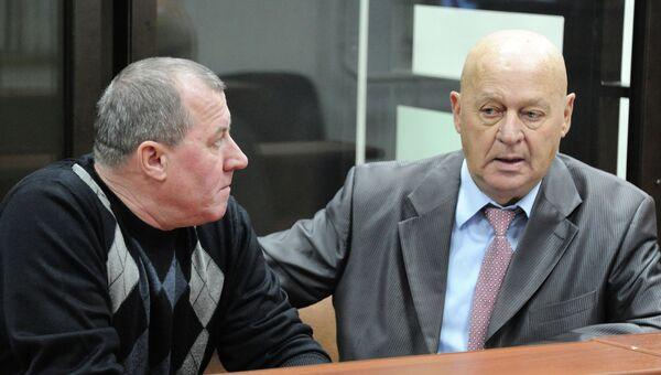Экс-глава ГУ МЧС по Забайкальскому краю Вячеслав Корольков (слева)