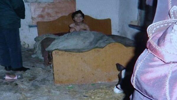 Специалисты показали сарай, где родители содержали ребенка-инвалида