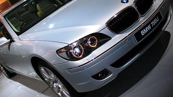 Автомобиль BMW-750 Li. Архивное фото