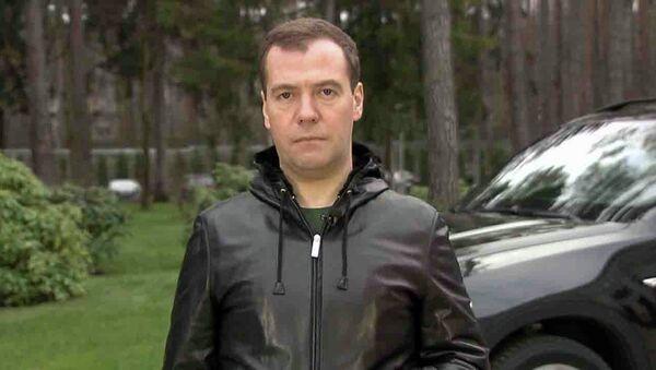 Медведев в видеоблоге предупредил автомобилистов о повышении штрафов