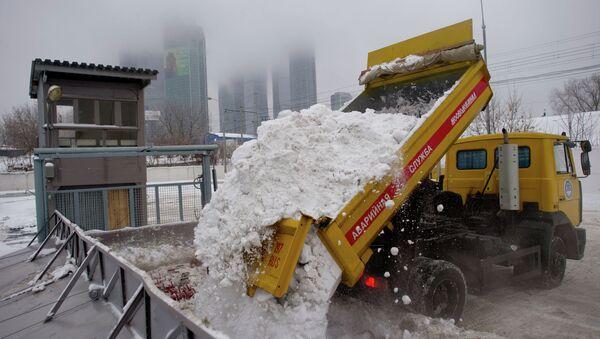 Работа снегоплавильного пункта в Москве