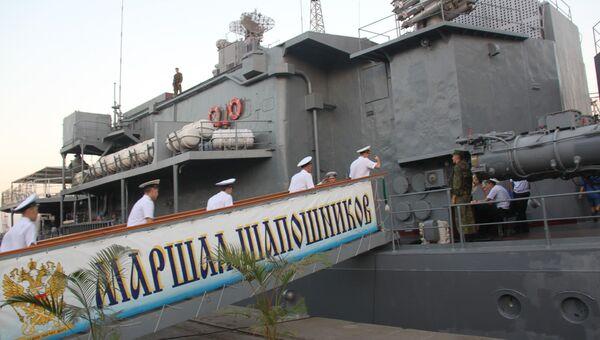 Российские моряки возвращаются из увольнения в Мумбаи