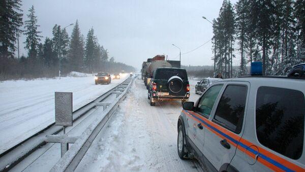Движение по трассе М10 под Тверью было парализовано из-за обильных снегопадов