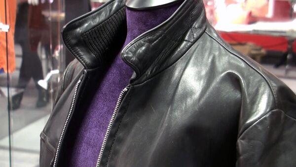 Куртку и ботинки барабанщика The Beatles показали публике перед продажей