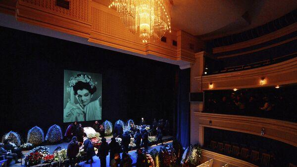 Церемония прощания с оперной певицей Галиной Вишневской в Центре оперного пения Г.Вишневской