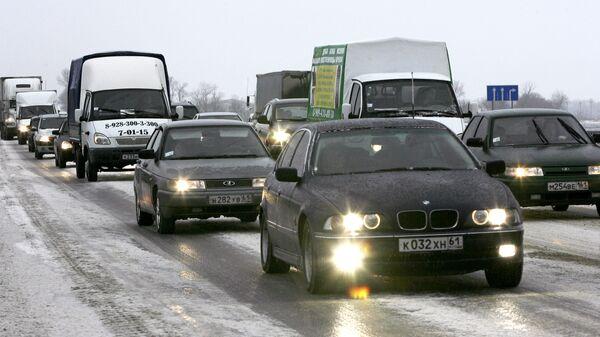 Работы по разблокированию автомобильной пробки на трассе М-4 в направлении Ростов-Москва